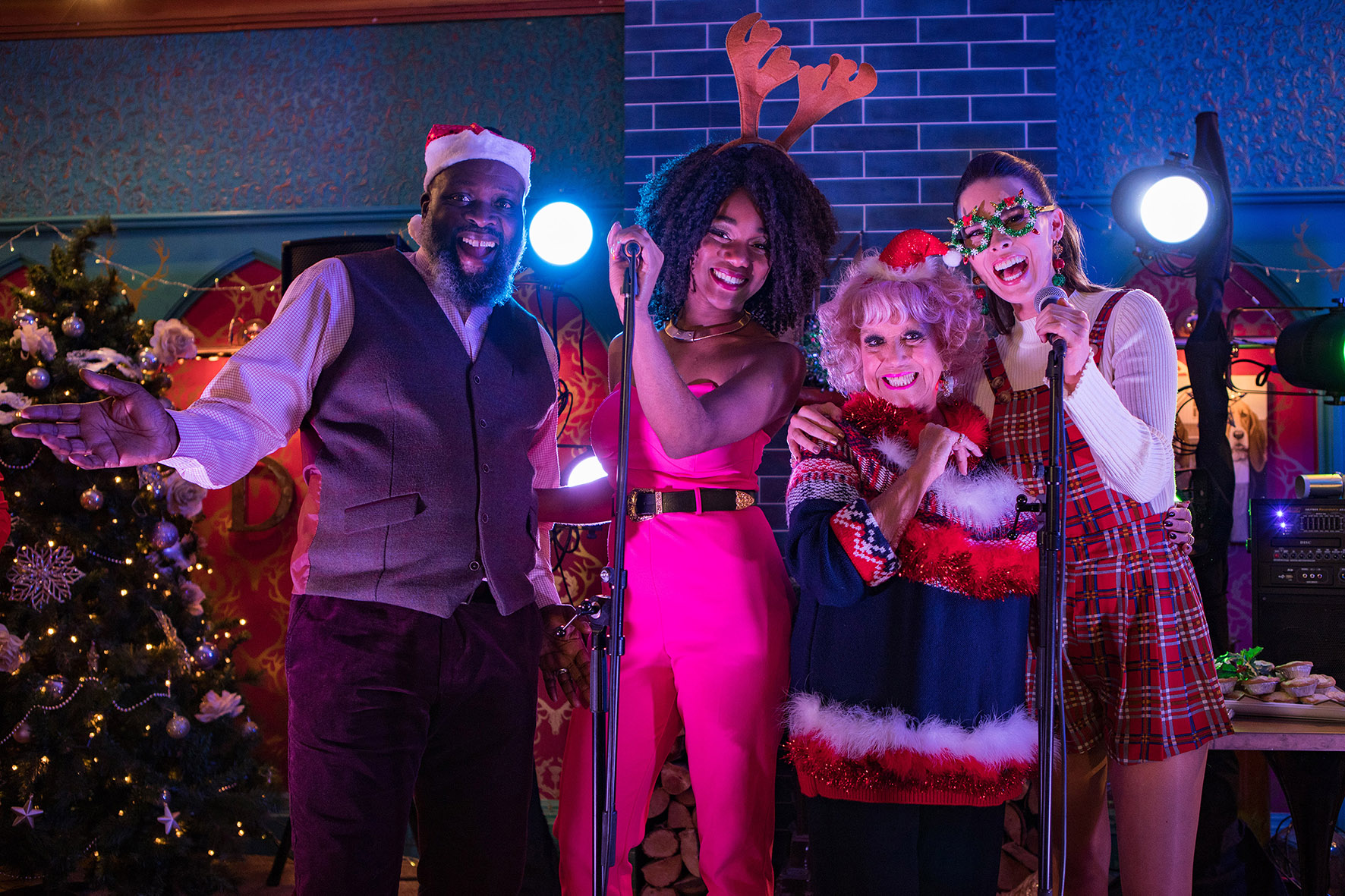 HOLLYOAKS CHRISTMAS AND NEW YEAR BOX SET AVAILABLE ON ALL 4